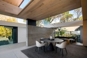 4_bed_vacation_villa_-_higgovale_-_dining_table
