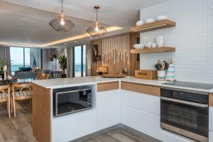 9-on-nautica-9-on-nautica-kitchen-82922697-958x640-1
