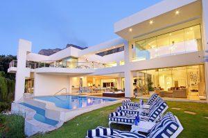 Hollywood-Mansion-main-pool