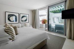bantry_bay_5_star_villa__bedroom_1
