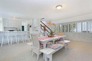 Breakers-Beach-house-Llandudno-Villa-dining-area