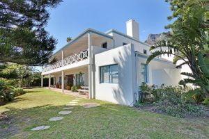 Breakers-Beach-house-Llandudno-Villa-garden