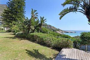 Breakers-Beach-house-Llandudno-Villa-garden-views