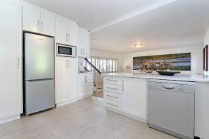 Breakers-Beach-house-Llandudno-Villa-kitchen