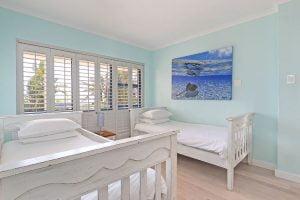 Breakers-Beach-house-Llandudno-Villa-twin-room
