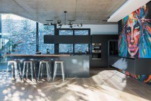 St-Leon-Villa-Bantry-Bay-black-kitchen