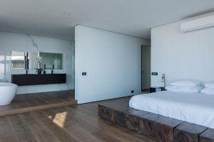 St-Leon-Villa-Bantry-Bay-master-bedroom