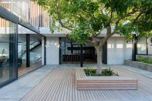 Villa-St-Leon-Bantry-Bay-courtyard