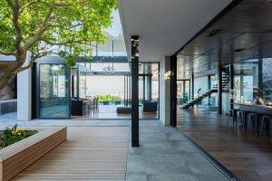 Villa-St-Leon-Bantry-Bay-exterior-courtyard