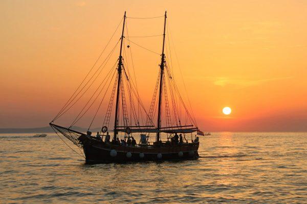 sailing_boat_mastes_rigging_boat_sail_sea_ship_yacht-680903.jpgd_||cape-point-1957712_1280||Chocolatestudio||Cape_Point_Vineyards._Wine_Tasting_Picnics_and_Platters._-_panoramio_1||Kirstenbosch_09-e1567405470422